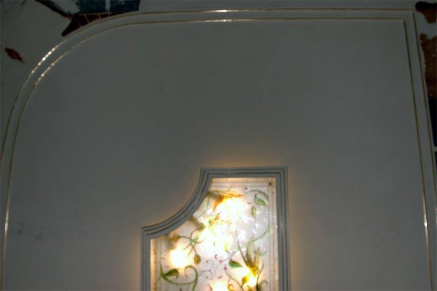 Форма светильника созрела из формы потолка, только дуги развернула внутрь..jpg