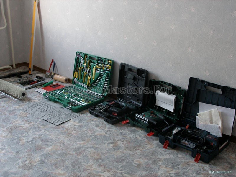instrument-shpateli-derzhateli-nabor-klyuchei-shurupovert-elektrolobzik-perfarator.jpg