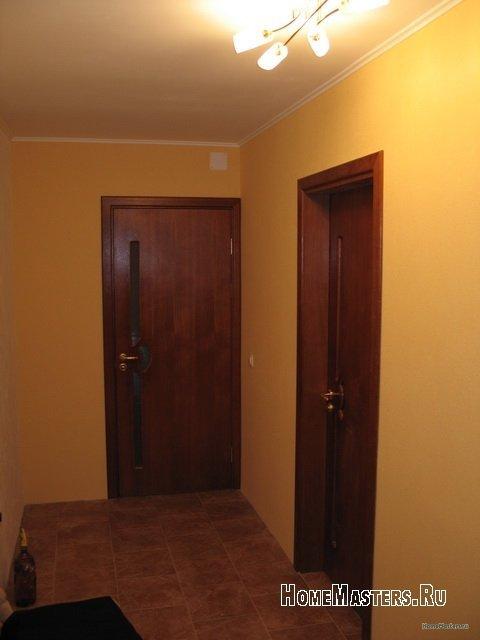 koridor-posle-okleiki-oboev-i-ustanovki-dverei.jpg
