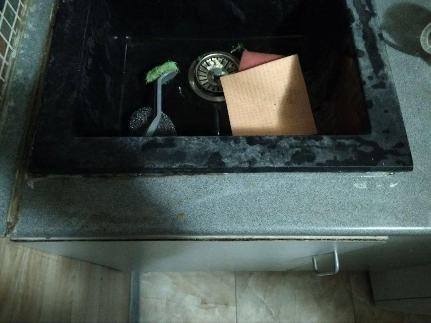 Плесневеет герметик на стыке мойки на кухне