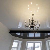 Многоуровневый натяжной потолок в зале