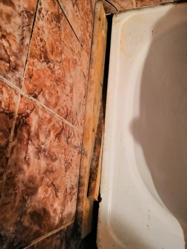 дырка в ванной.JPG